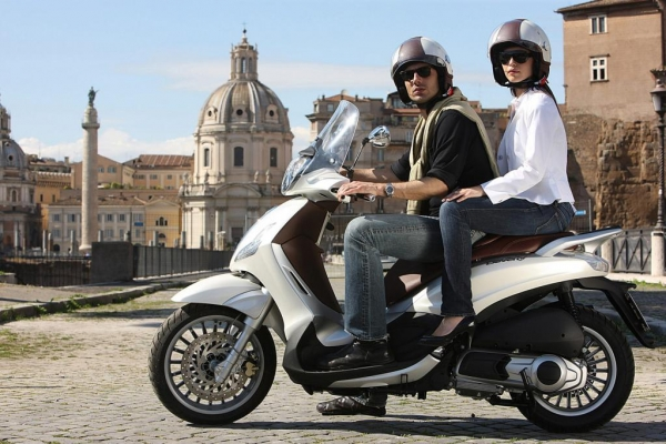 piaggio-beverly-300i-e-neuer-design-scooter-gxj0F3D304F0-5213-C710-D721-900B1F10F455.jpg